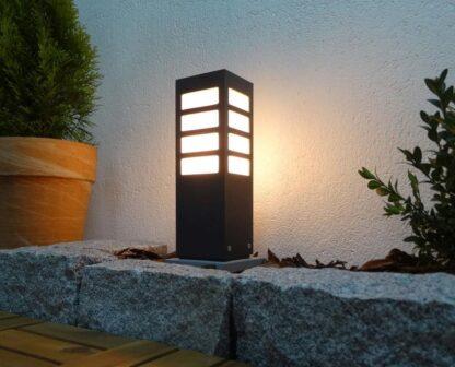 Lampa ogrodowa MERIVA 30 / BL - zapalona