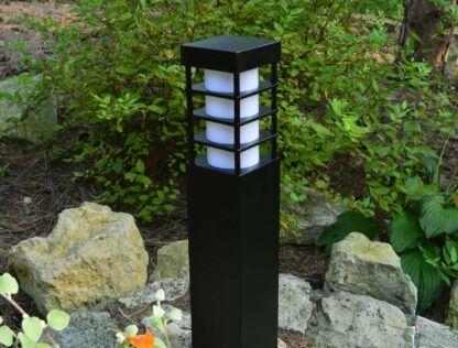 Lampa zewnętrzna ONYX w ogrodzie